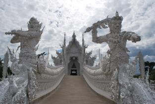 Alto lá, gringo! (templo de Wat Rong Khun)