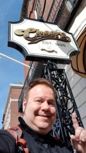 Perto do hotel fica o célebre bar do seriado Cheers