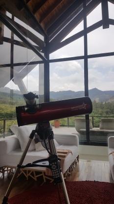 O hotel oferece luneta para quem quiser observar os astros à noite