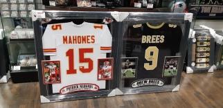Camisas autografadas por Patrick Mahomes e Drew Brees (NFL)