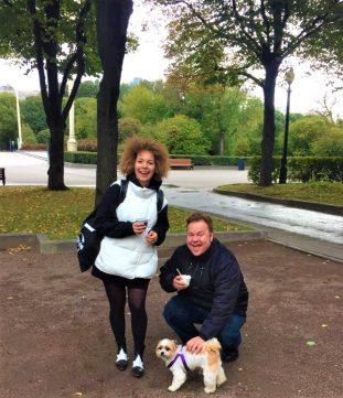Minha amiga russa, a jornalista Anya Baturina, com seu fiel companheiro Barney!
