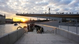 Ponte sobre o Rio Moscou no Parque Zaryadye